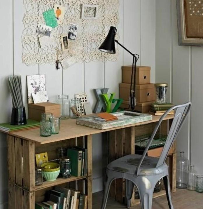 bureau-en-palette-avec-plusieurs-espace-de-rangement-meuble-en-palette-joli-et-fonctionnel