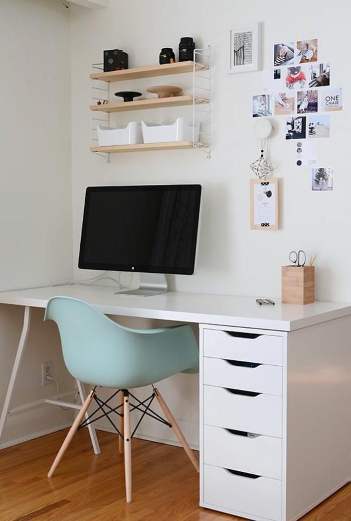 bureau-laque-blanc-bureau-ikea-et-chaise-scandinave-bleue
