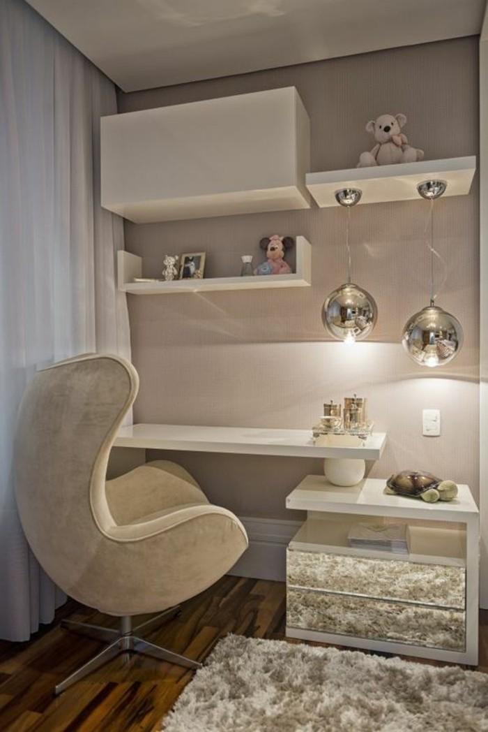 bureau-laque-blanc-chaise-oeuf-blanche-tapis-blanc-moelleux