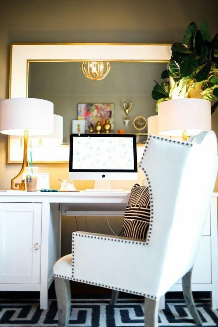 bureau-laque-blanc-grande-chaise-et-miroir-mural