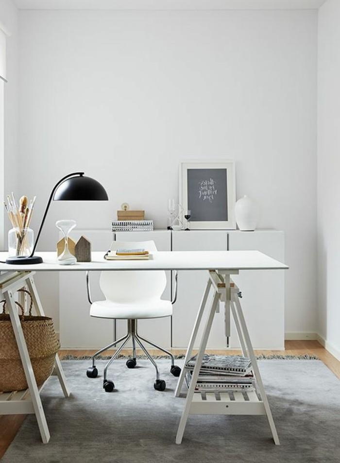 bureau-laque-blanc-lampe-de-bureau-noire