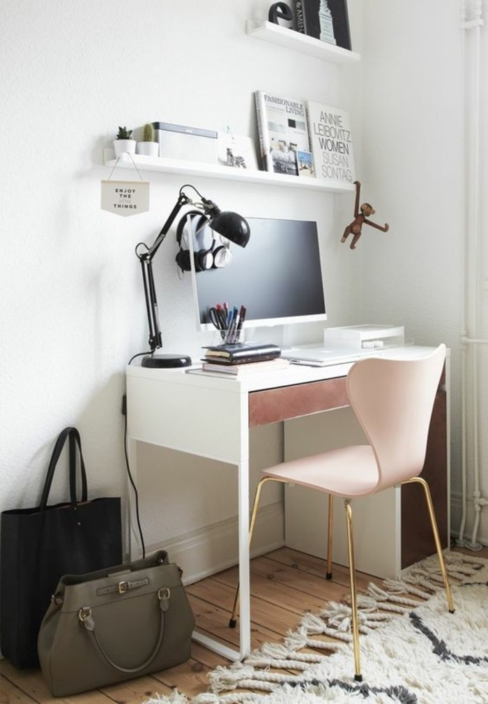 bureau-laque-blanc-petit-bureau-blanc-et-tapis-marocain