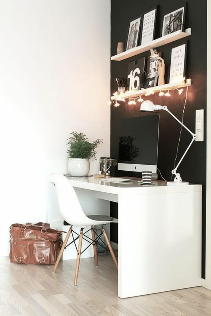bureau-laque-blanc-pres-dun-mur-noir-lampe-de-bureau
