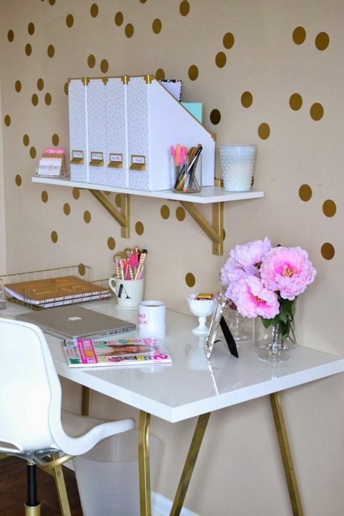 bureau-laque-blanc-treteaux-dores-etagere-murale
