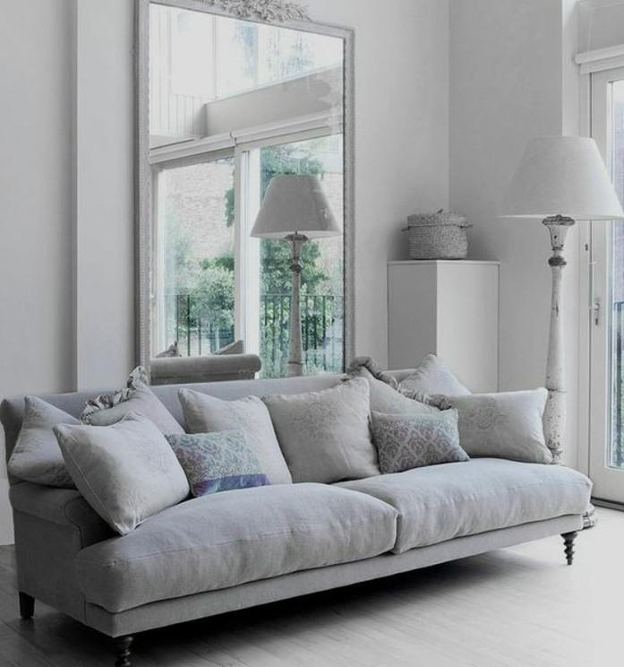 canape-gris-vintage-peinture-murale-blanche-miroir-vintage-deco-salon-blanc-fantastique-style-vintage-elegant