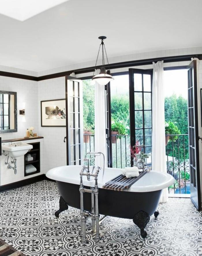 carrelage-ancien-baignoire-sur-pieds-grandes-fenetres