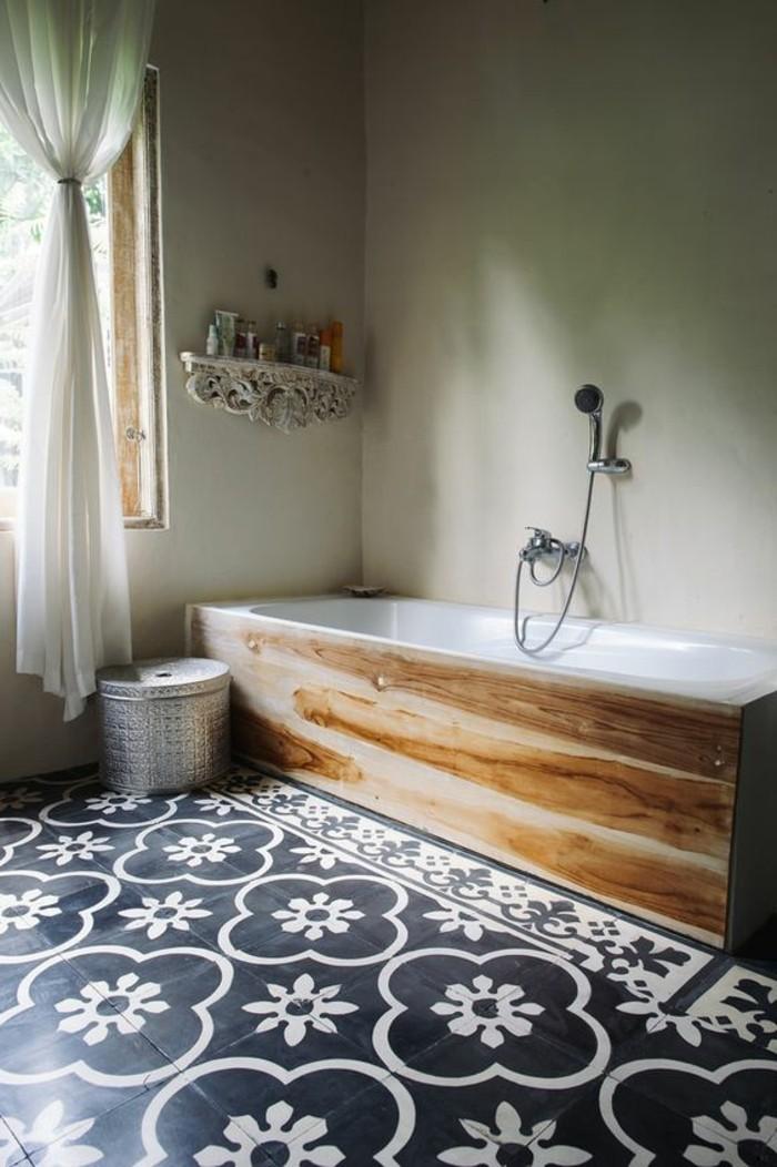 carrelage-ancien-carreaux-grand-format-baignoire-bois-et-blanc