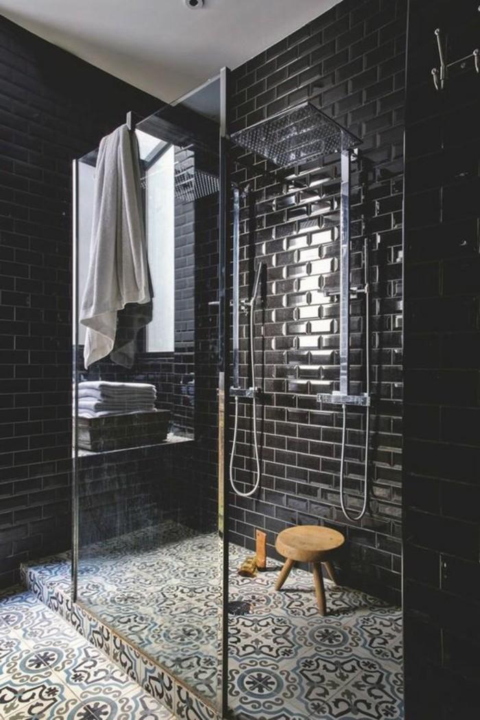 carrelage-ancien-carreaux-muraux-noirs-et-sol-en-carreaux-decoratifs