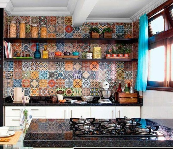 carrelage-ancien-credence-de-cuisne-coloree-en-carreaux-decoratifs