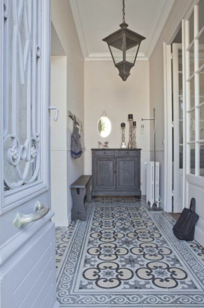 carrelage-ancien-decoration-style-cottage-chic-de-couloir