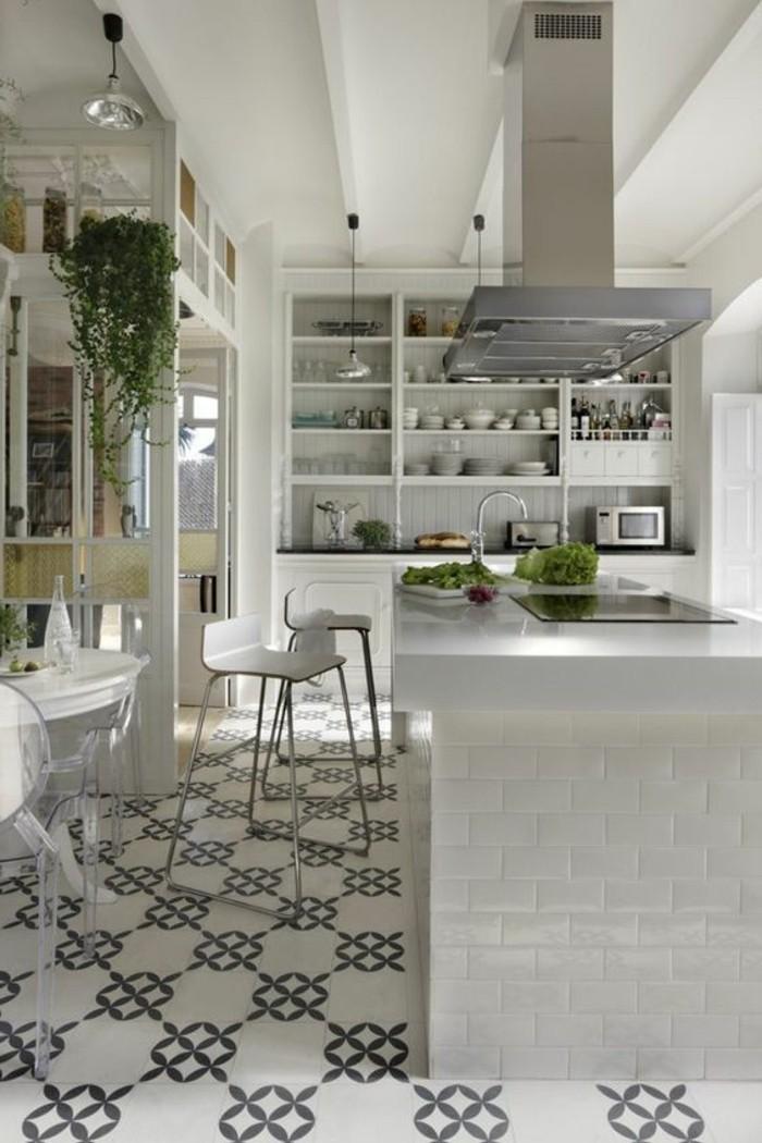 carrelage-ancien-dans-une-cuisine-contemporaine-ilot-blanc-brillant