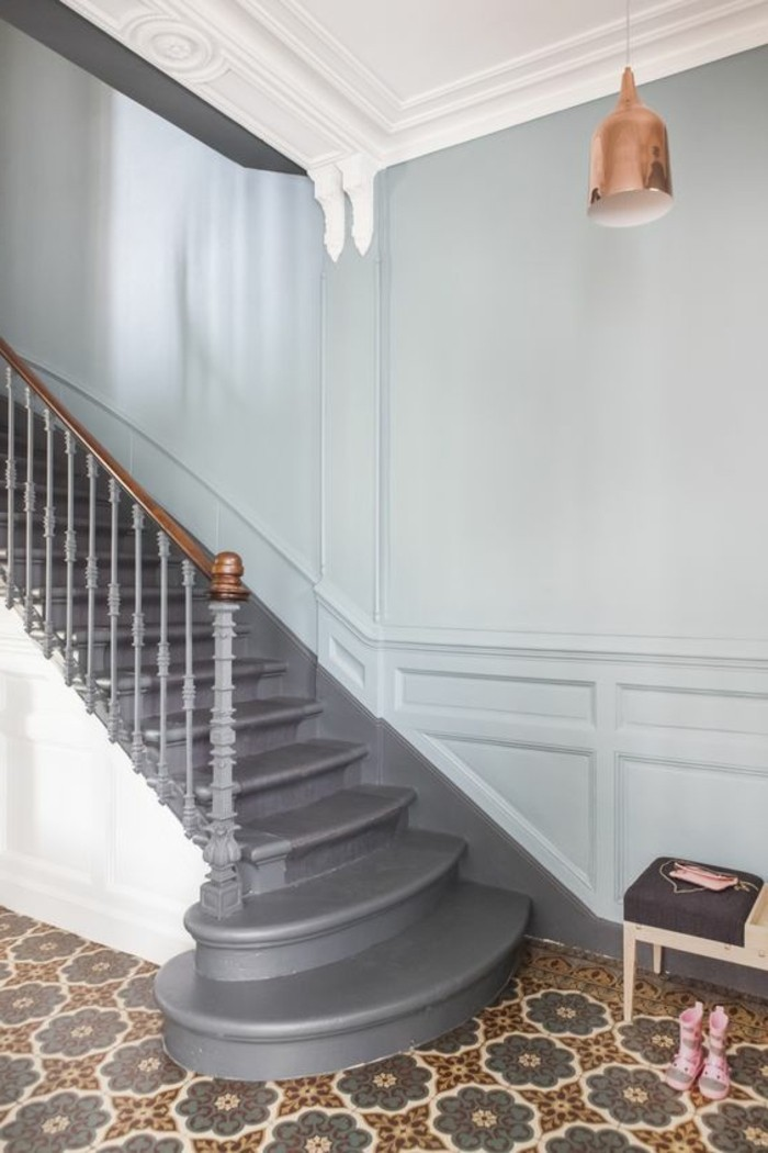 carrelage-ancien-escalier-style-traditonnel-maison-contemporaine