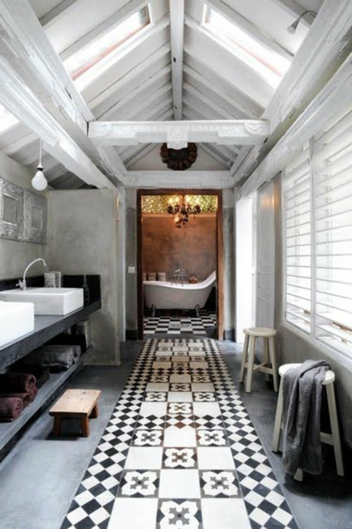 carrelage-ancien-interieur-spacieux-salle-de-bain-deco