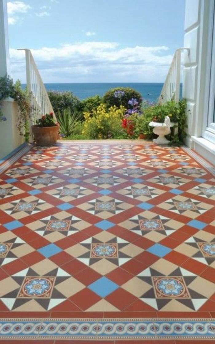 carrelage-ancien-joli-sol-exterieur-carreaux-motifs-geometriques