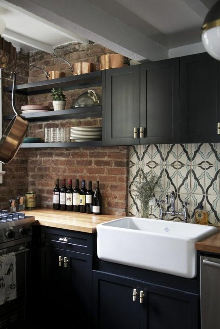 carrelage-ancien-mur-briques-rouges-vasques-blanches-et-monilier-noir