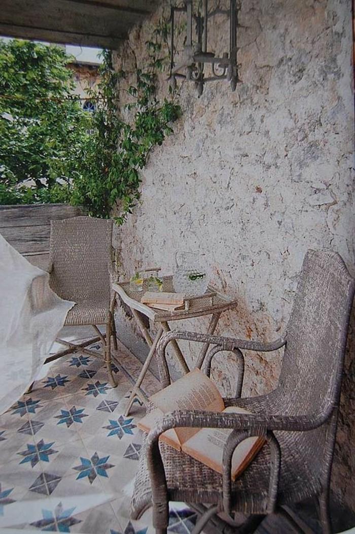 carrelage-ancien-revetement-du-sol-exterieur-en-carreaux