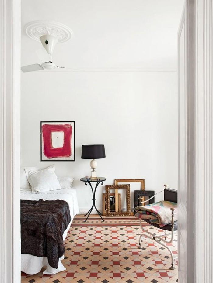 carrelage-ancien-rouge-et-blanc-chambre-a-coucher-originale