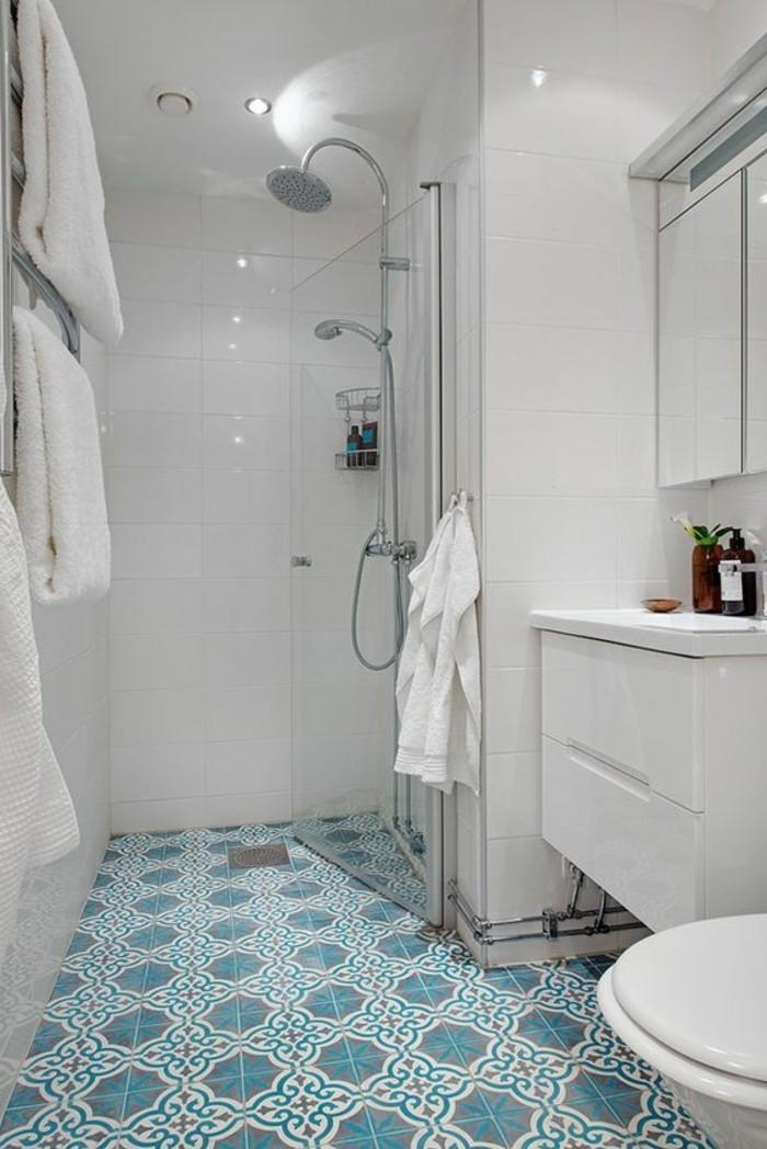 carrelage-ancien-salle-de-bain-en-bleue-et-blanc