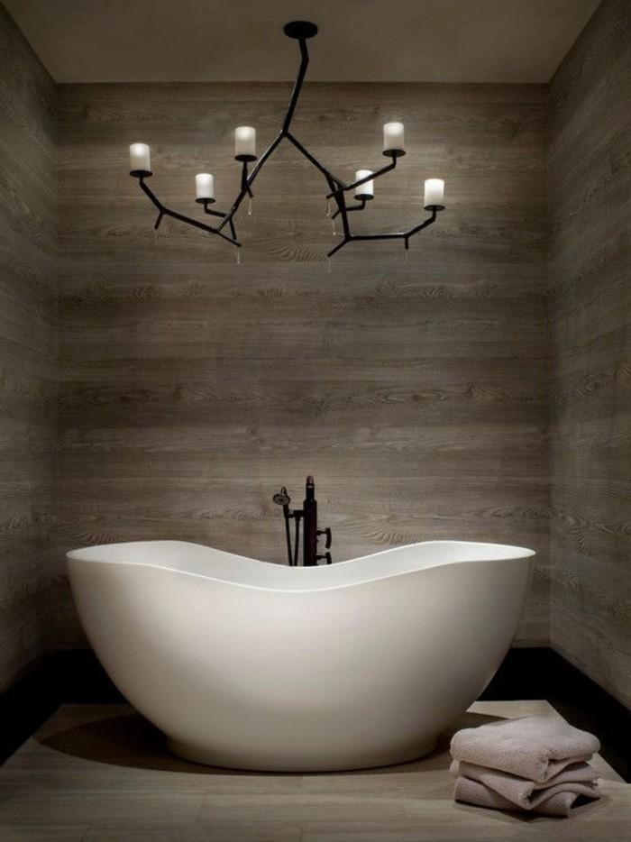 carrelage-aspect-bois-baignoire-blanche-eclairage-magnifique