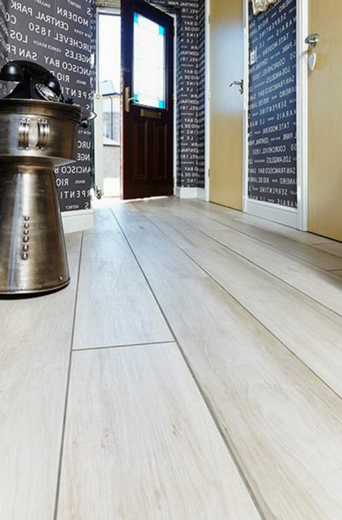 Le carrelage aspect bois en 74 photos quels sont ses for Carrelage grand carreaux gris