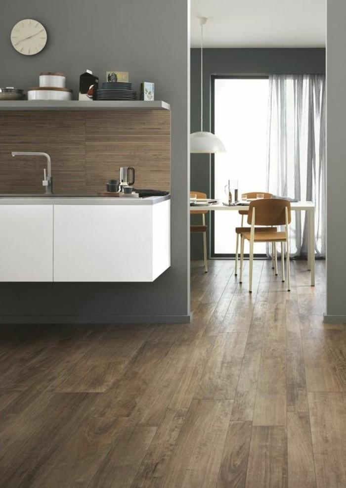 carrelage-aspect-bois-cuisine-ouverte-design-placard-blanc