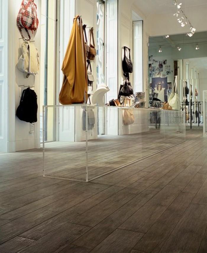 carrelage-aspect-bois-interieur-de-boutique-contemporain