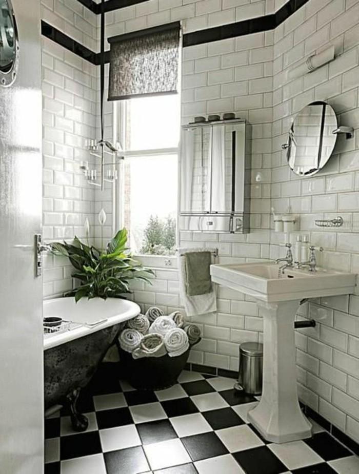carrelage-damier-noir-et-blanc-baignoire-ancienne-et-carreaux-metro