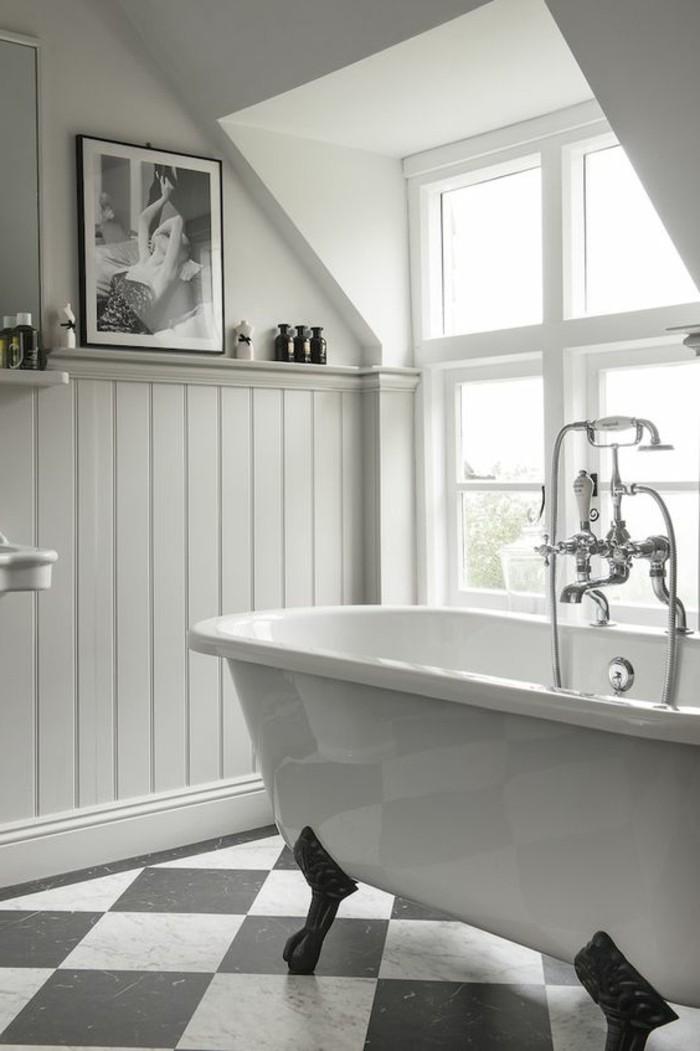 carrelage-damier-noir-et-blanc-baignoire-sabot-sur-pieds-noirs