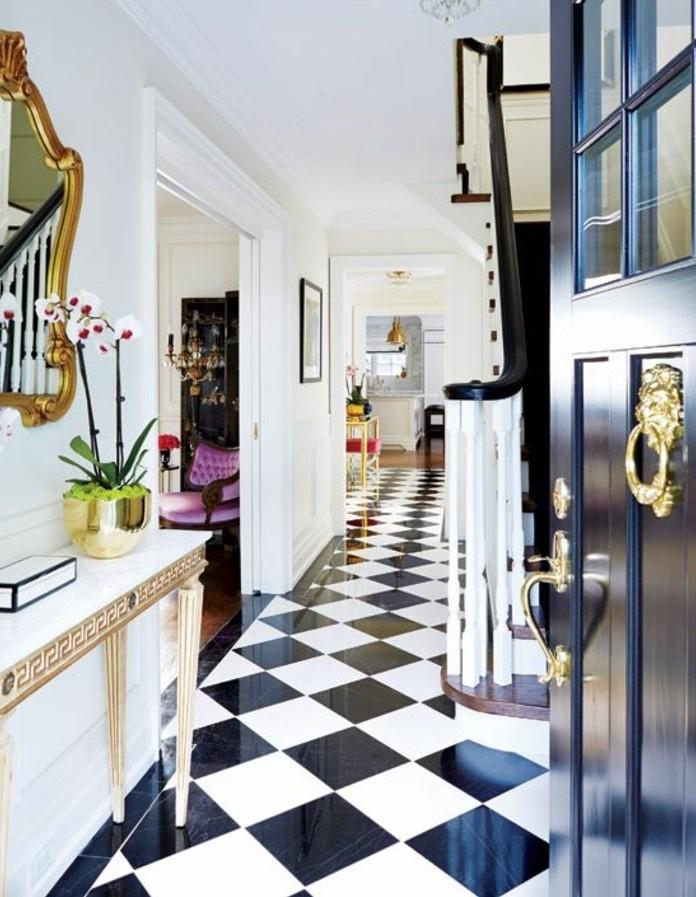 carrelage-damier-noir-et-blanc-console-et-miroir-baroque-damier-de-couloir