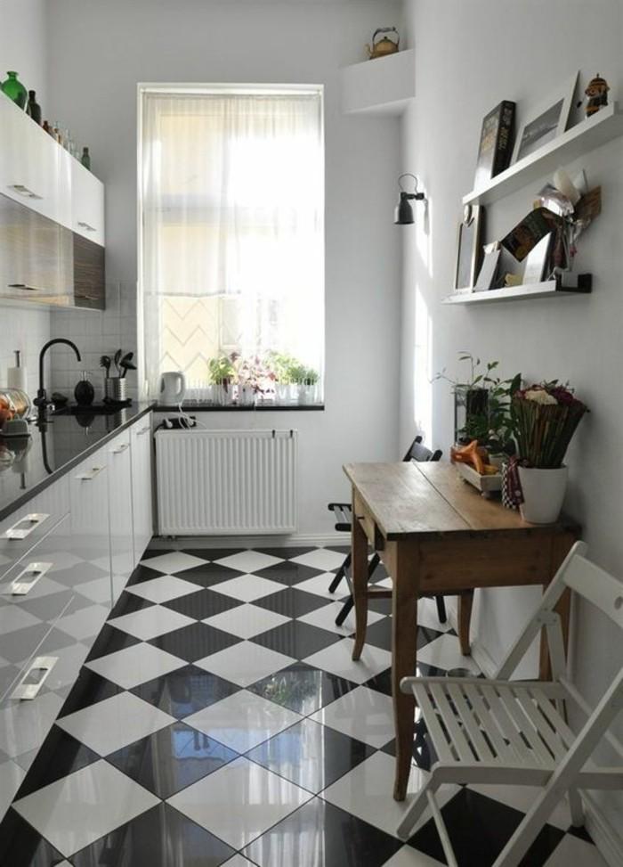 carrelage-damier-noir-et-blanc-cuisine-avec-table-a-manger