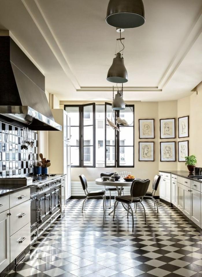 carrelage-damier-noir-et-blanc-cuisine-spacieuse-moderne