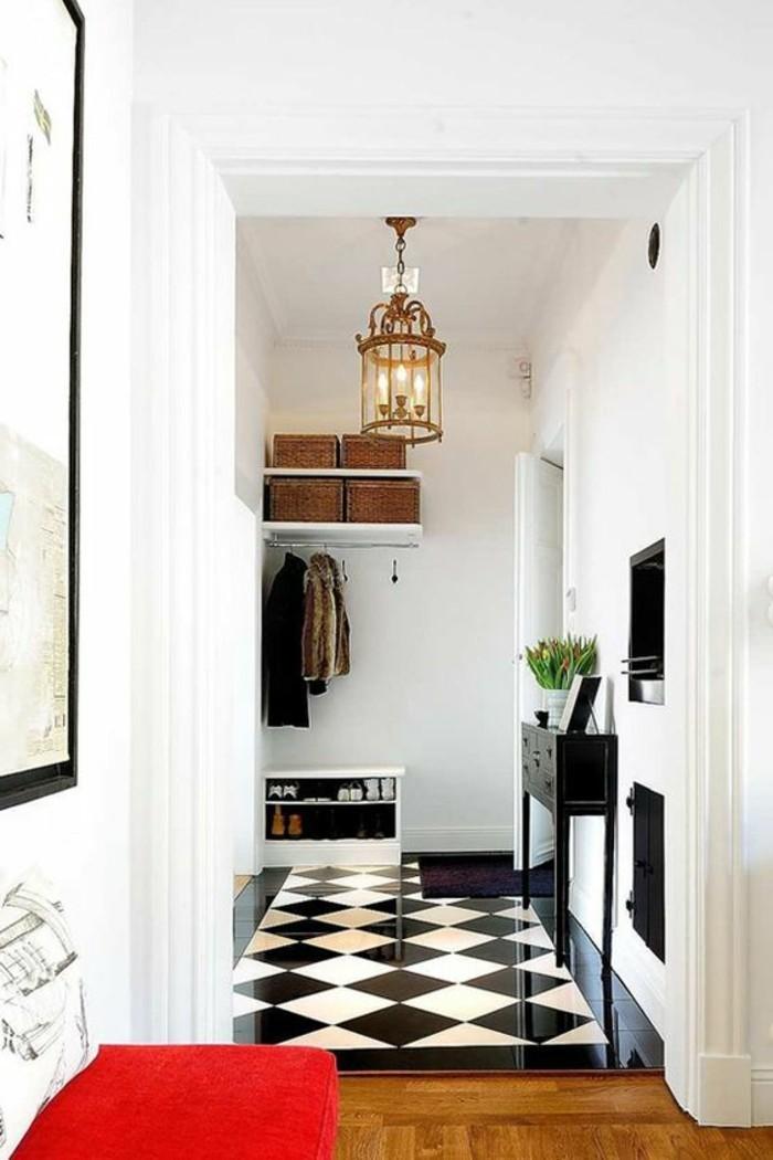 carrelage-damier-noir-et-blanc-et-plancher-en-bois