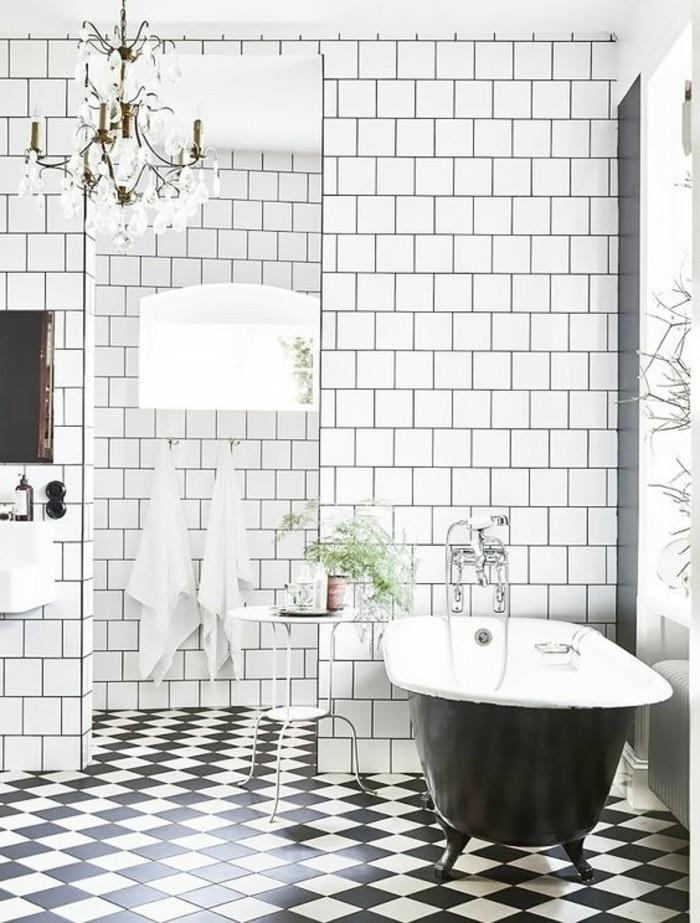 carrelage-damier-noir-et-blanc-grande-baignoire-vintage