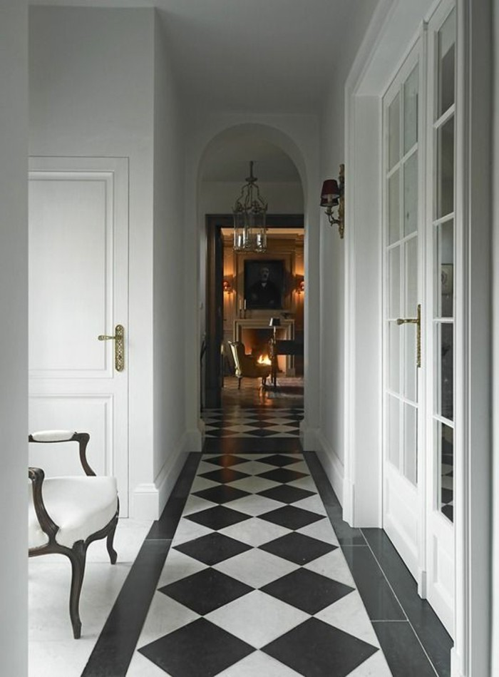 Le carrelage damier noir et blanc en 78 photos for Decoration faience couloir