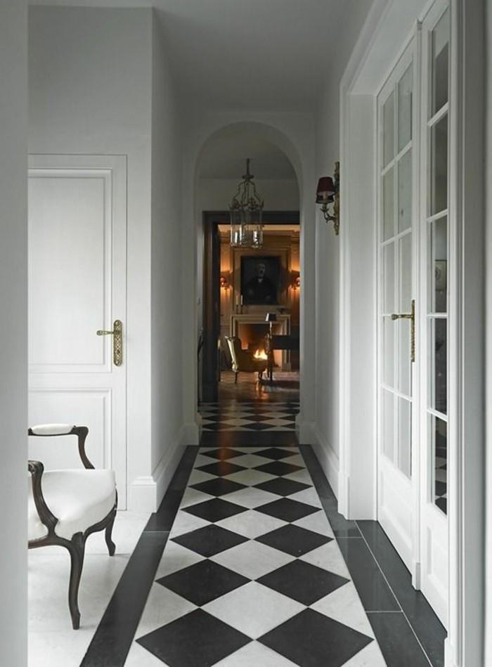 carrelage-damier-noir-et-blanc-long-couloir-deco-vintage