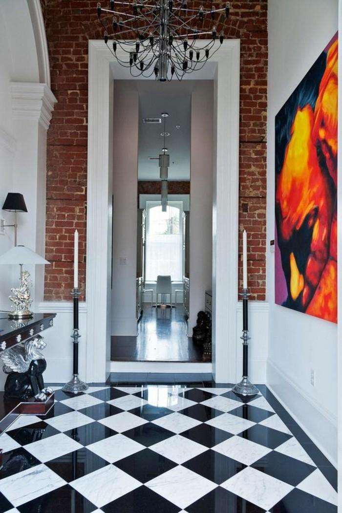 carrelage-damier-noir-et-blanc-peinture-artistique-dans-le-couloir