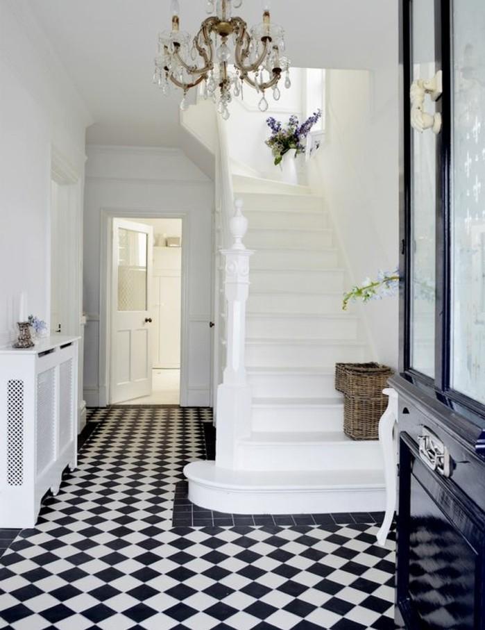 carrelage-damier-noir-et-blanc-plafonnier-baroque-murs-blancs