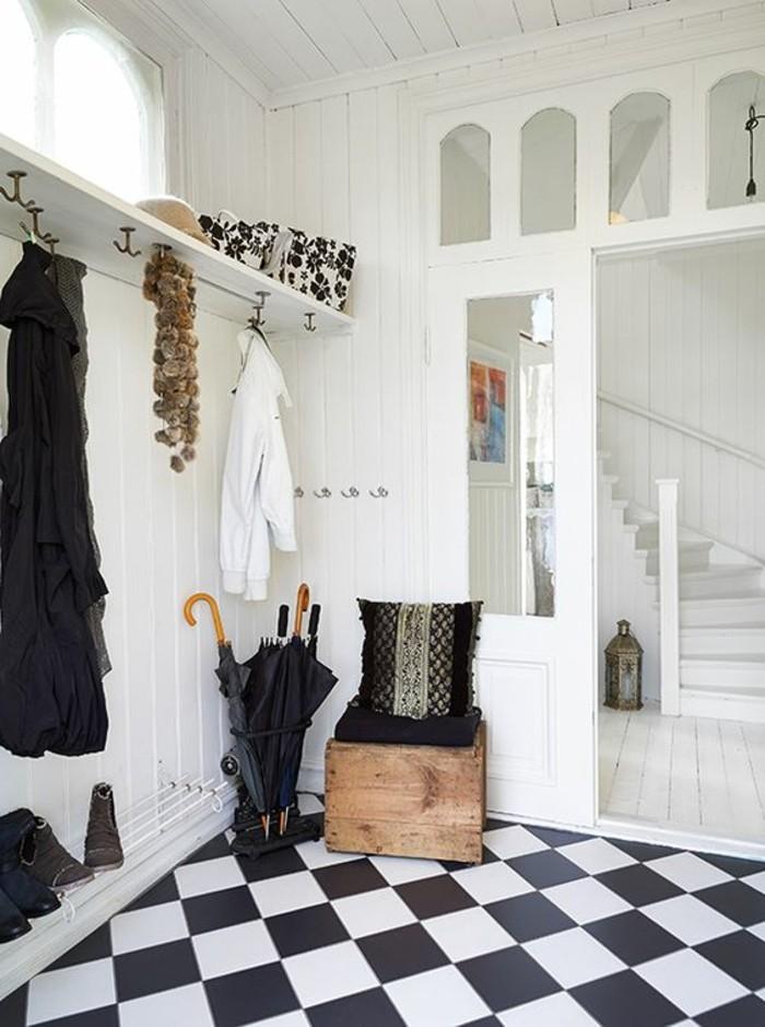 carrelage-damier-noir-et-blanc-porte-manteau-blanc