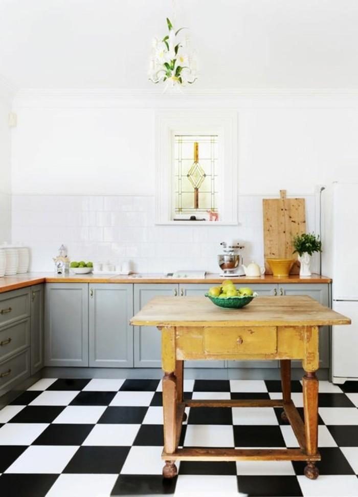 carrelage-damier-noir-et-blanc-table-sur-roux