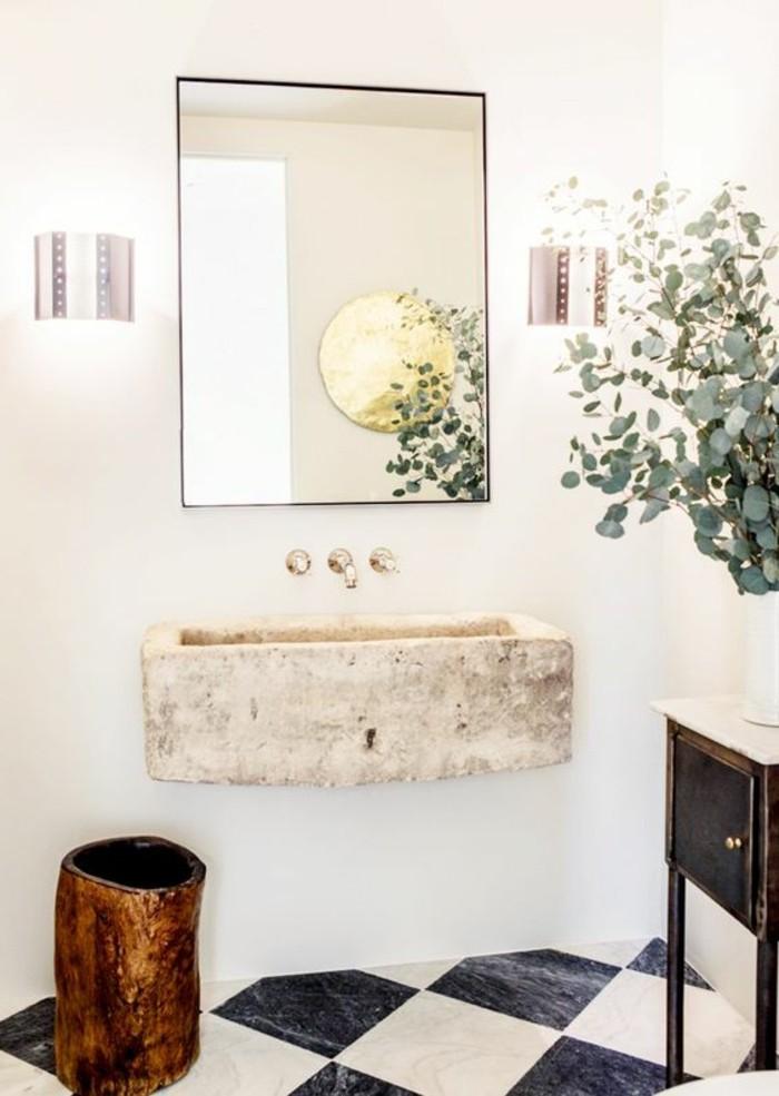 carrelage-damier-noir-et-blanc-vasque-en-pierre-miroir-rectangulaire