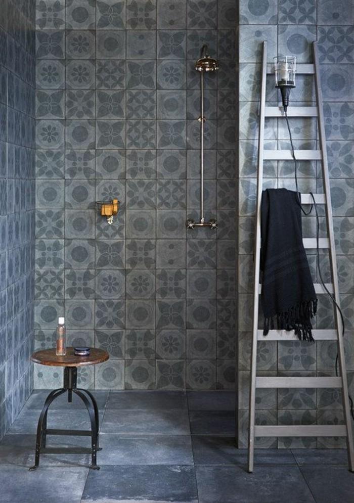 carrelage-effet-beton-equipement-de-salle-de-bain-minimaliste-mur-en-carreaux-de-ciment