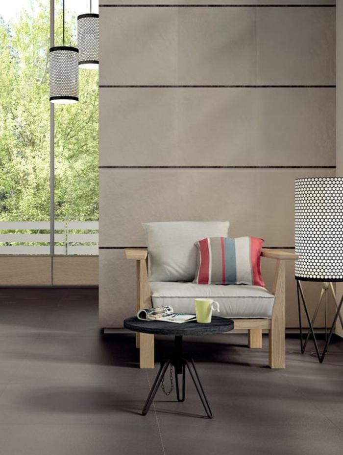 carrelage-effet-beton-petite-table-basse-et-mur-gris