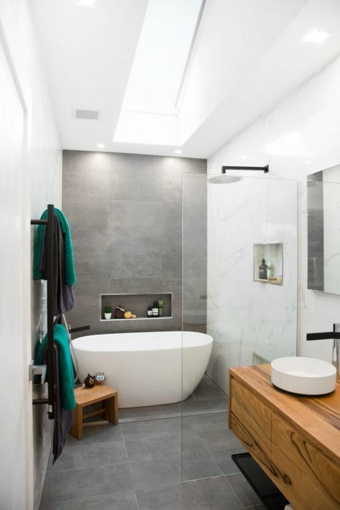 carrelage-effet-beton-salle-de-bain-gris-et-bois-vasque-et-baignoire-blanche