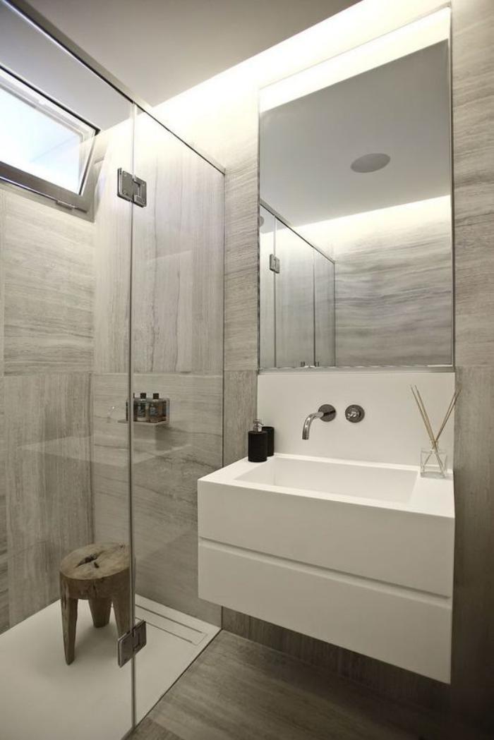 59 salles de bain chic qui vous montrent le beaut du for Carrelage salle de bain gris et blanc