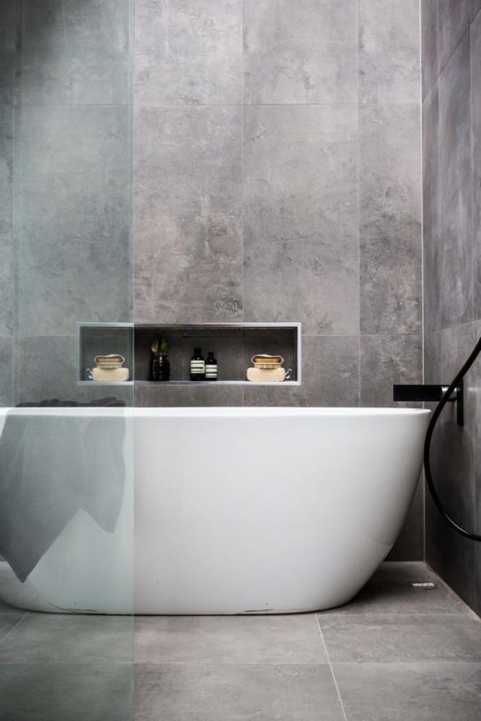 carrelage-gris-baignoire-ceramique-blanche-design-ovale