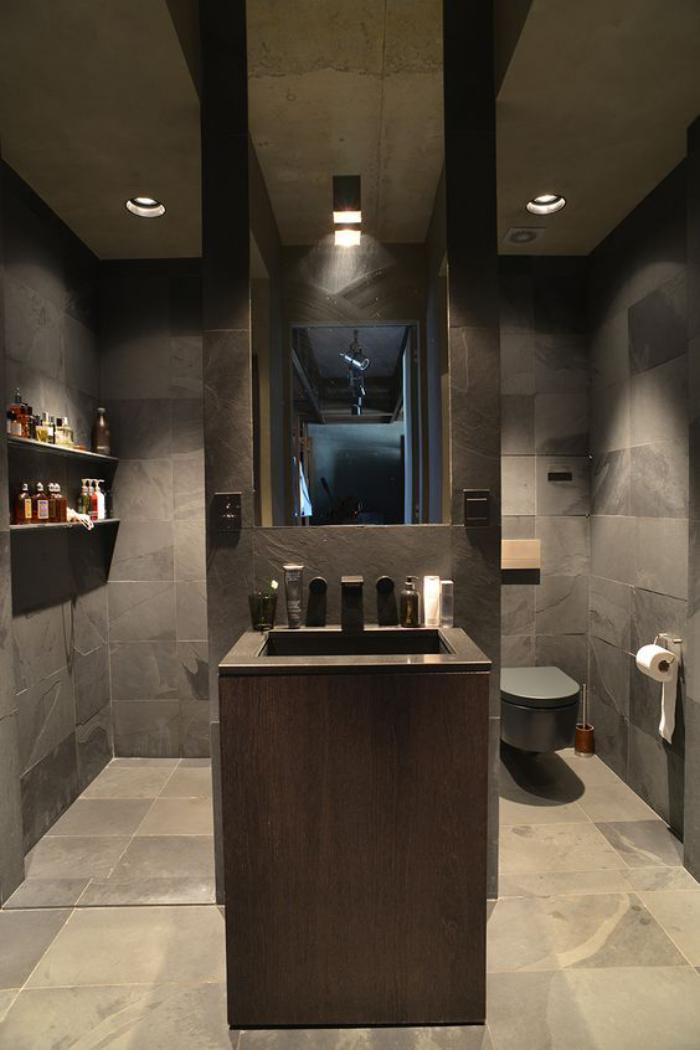 carrelage-gris-de-salle-de-bain-plan-lavabo-original-interieur-bois-et-gris