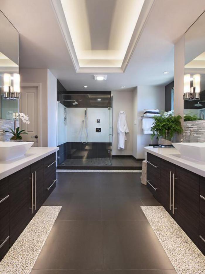 59 salles de bain chic qui vous montrent le beaut du carrelage gris. Black Bedroom Furniture Sets. Home Design Ideas
