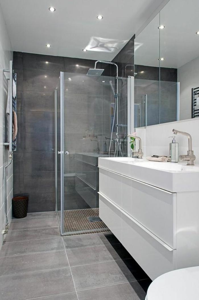 carrelage-gris-meuble-de-salle-de-bain-blanc-brillant-carreaux-muraux-gris