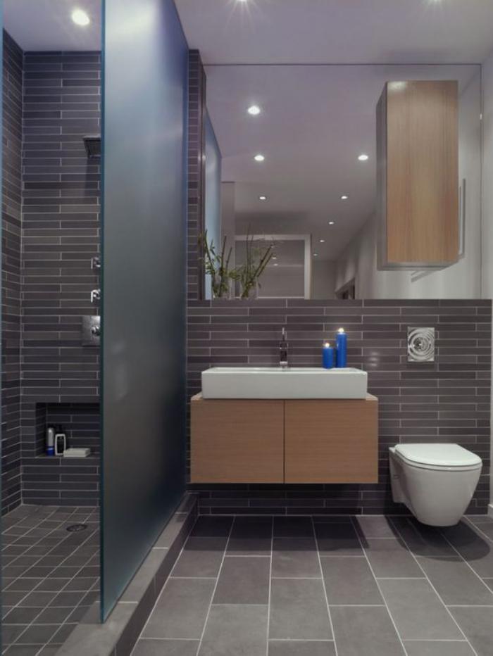 carrelage-gris-meuble-sous-lavavo-bois-lavabo-rectangulaire-miroir-mural