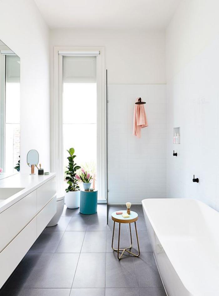 59 salles de bain chic qui vous montrent le beaut du carrelage gris archzi - Salle de bain blanc et gris ...